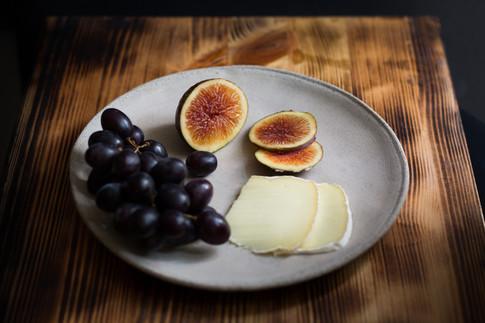 תאנה, ענבים, גבינה