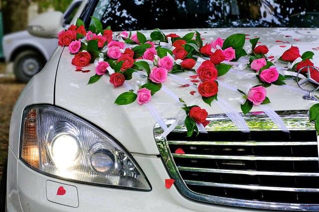 Свадебный автомобиль фото.