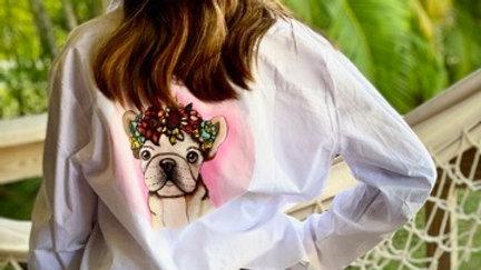 Camisa golda con corona de flores