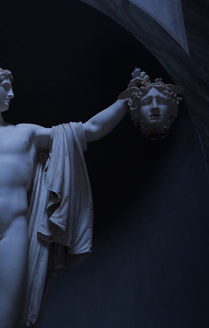 Perseus%2520holding%2520the%2520severed%2520head%2520of%2520the%2520Medusa_edited_edited.jpg