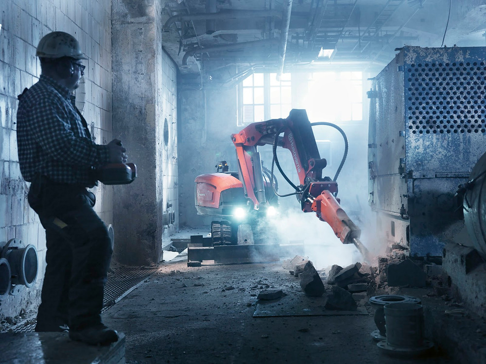 Advantages of Using Demolition Robots on Construction Sites