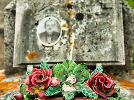 Guide To Buying a Ceramic Headstone Photograph