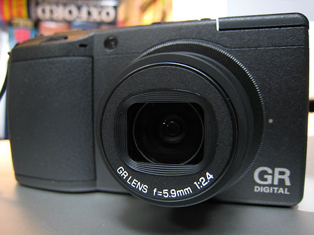 Ricoh_GR_Digital_II_front_with_lens_out.