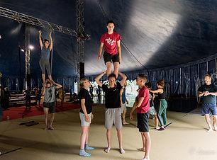 CircusJungle-12plus-AcroPorté_PatrickLem
