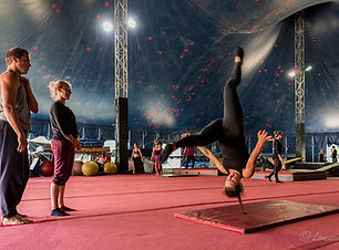 CircusJungle-18plus-Acro-circus_PatrickL