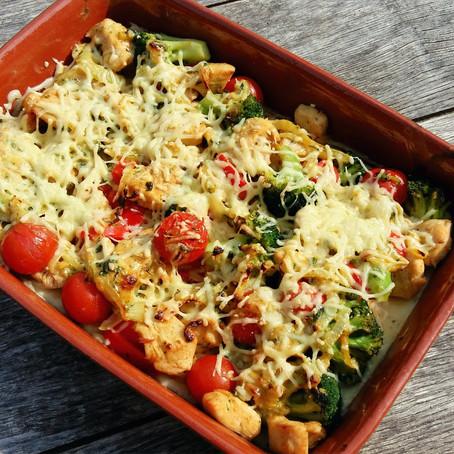 Ovenschotel met kip, aardappelpuree en groenten