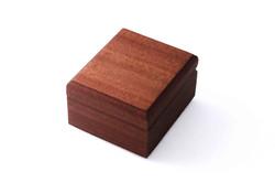 Деревянная шкатулка для кулона