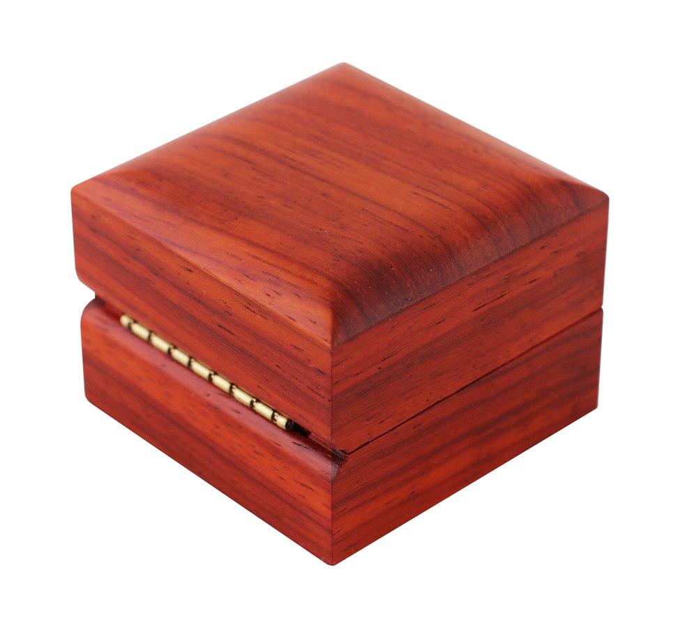 Деревянный футляр для кольца