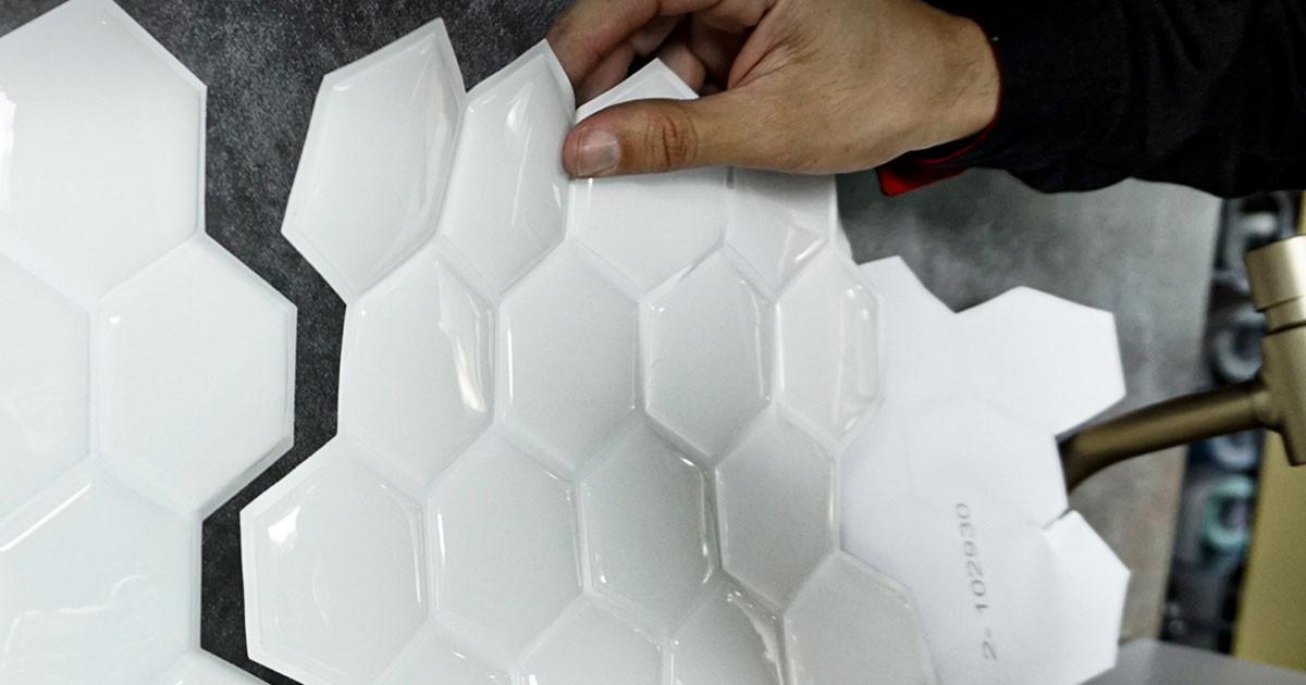 pastilha adesiva resinada - hexagonal branco