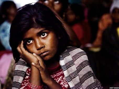 Los asistentes en los cines móviles de la India