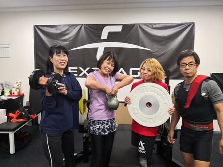 シニアの方に優しいフリーウエイトトレーニング専門ジム【EXSTAGE】