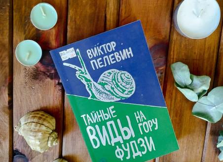 Книжная полка Центральной библиотеки
