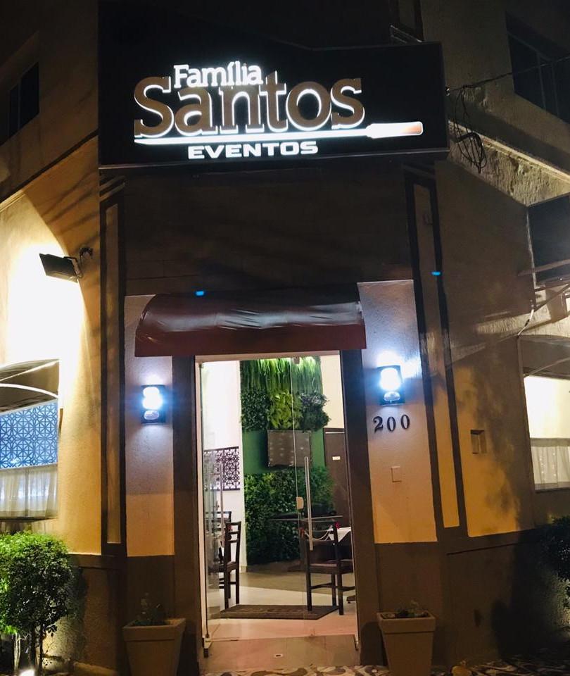 Entrada Restaurante Noite