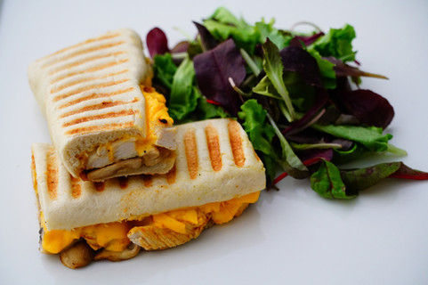 Grilled_chicken,_cheddar_cheese_and_saut