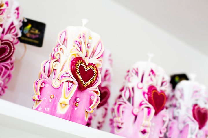 Valentines candle with heart motif