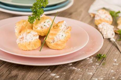 Gougères_with_smoked_salmon_and_fromage_