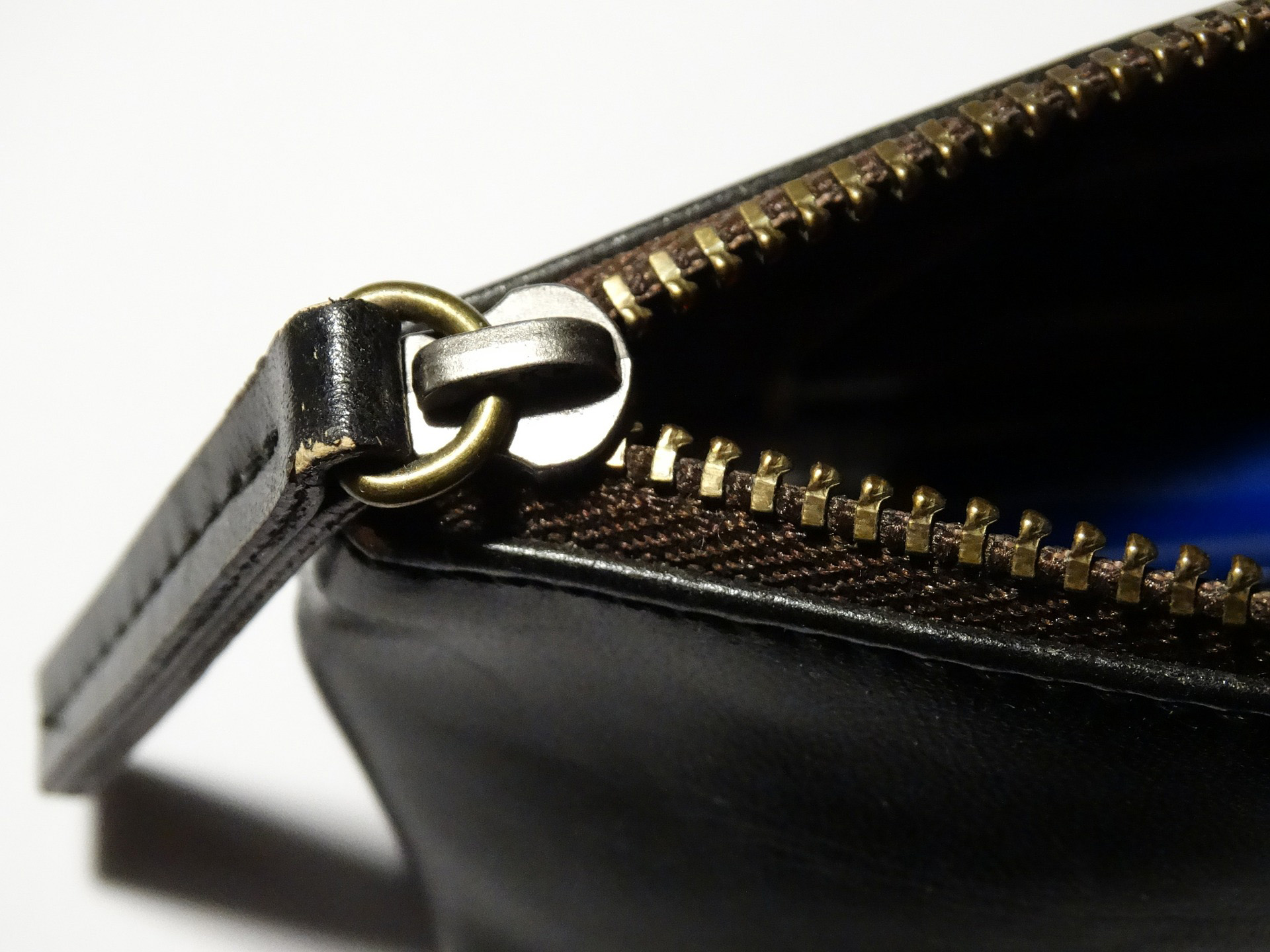 Zipper in pelle nera