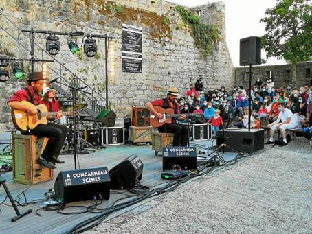 Les musiciens d'Harisson Swing animent la scène du Carré des Larrons