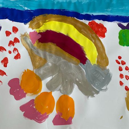 Kinder beim Malen begleiten