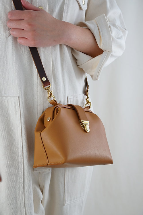 Emmy Dulles Crossbody/Doctor Leather Bag