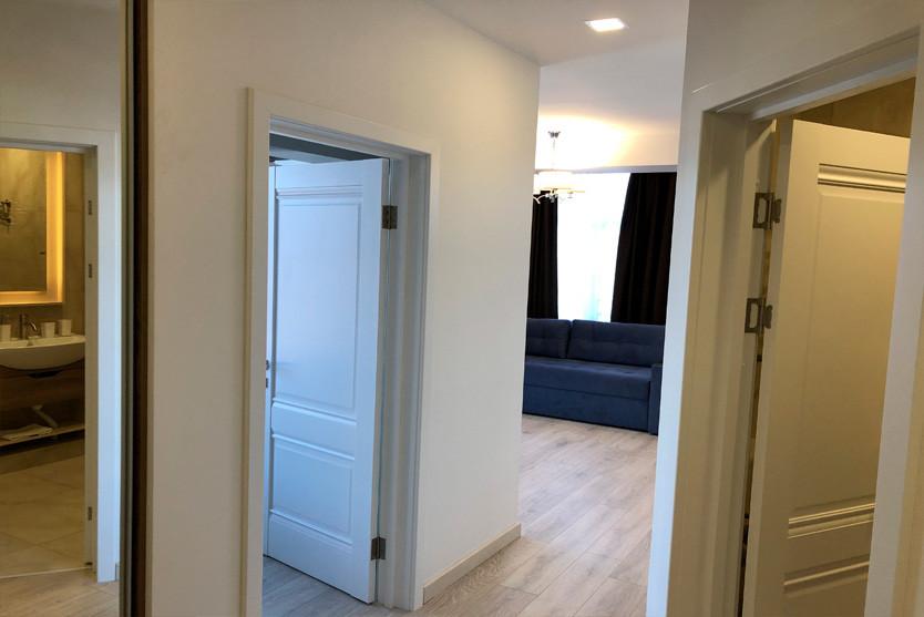 276w_Superior-One-Bedroom-Apartment-с-ба