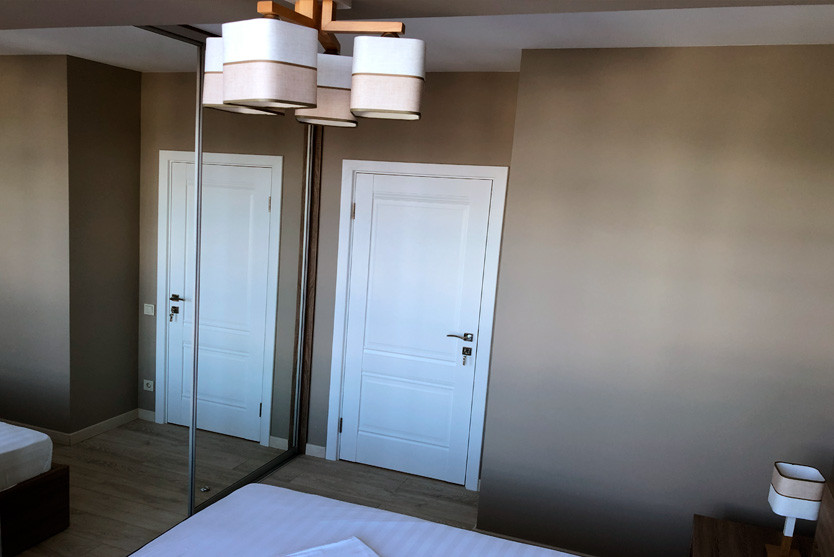 226w_Superior-One-Bedroom-Apartment-с-ба