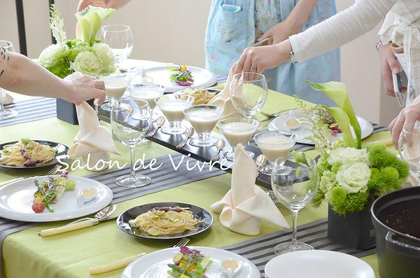 大阪枚方着物着付け教室サロン・ド・ヴィーヴル春のテーブル