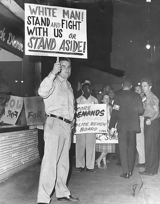 Nazi_pickets_LA_demonstrators.jpg