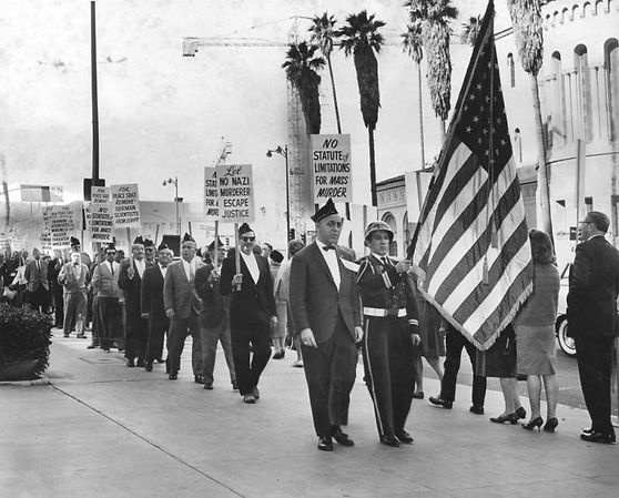 Pickets_march_on_Wilshire_Boulevard.jpg