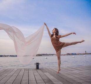 floating arabesque 2021