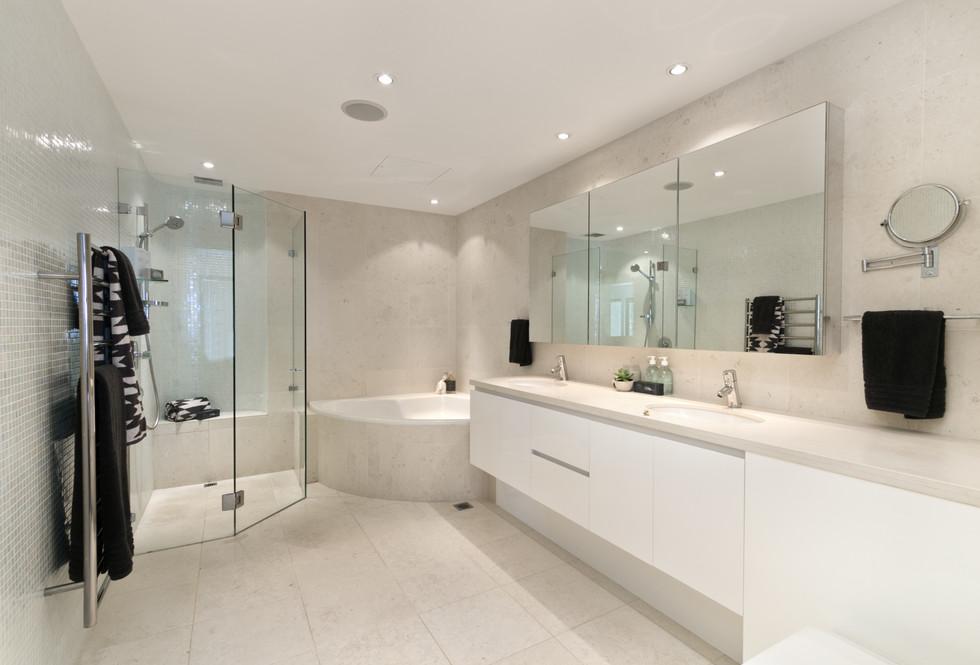 Motte bathroom 2.jpeg