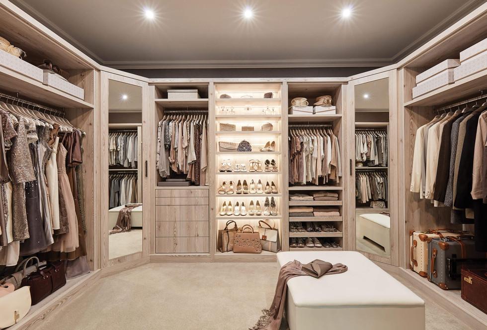 Walk in wardrobe in Thermostructure.jpg