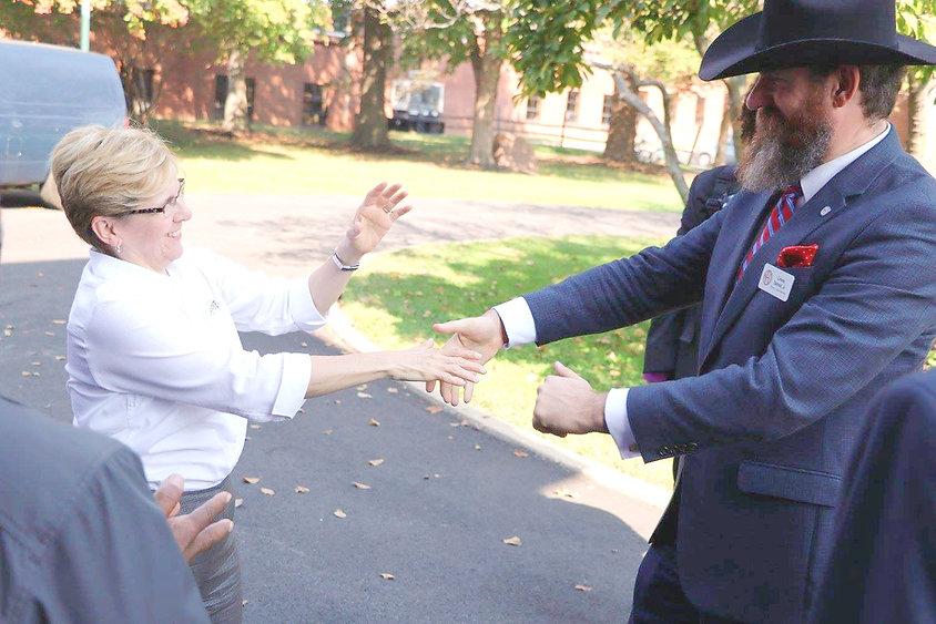 """Linsay Darnall Jr meets Roberta """"Bobbi"""" Cordano, president of Gallaudet University."""
