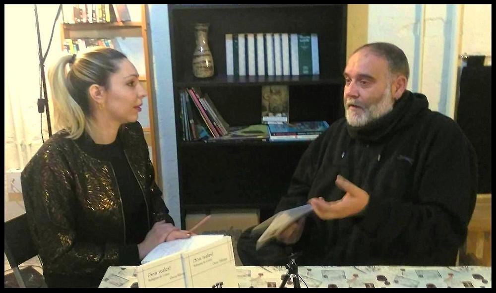 Estefanía entrevistando a Óscar Fábrega