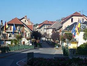 280px-Pont-Neuf_de_Rumilly,_sur_le_Chéra