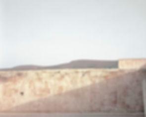 Sur les traces, Dans le Ksar (vieille ville) Bou Saada, Algérie 2012. 38cm x 45cm ©Farida Hamak Exposition Artiste galerie d'art contemporain Lyon Croix-Rousse Regard Sud
