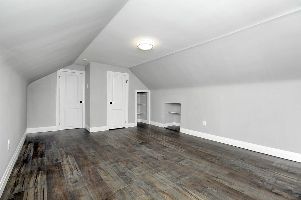 Primary Bedroom (2).jpg