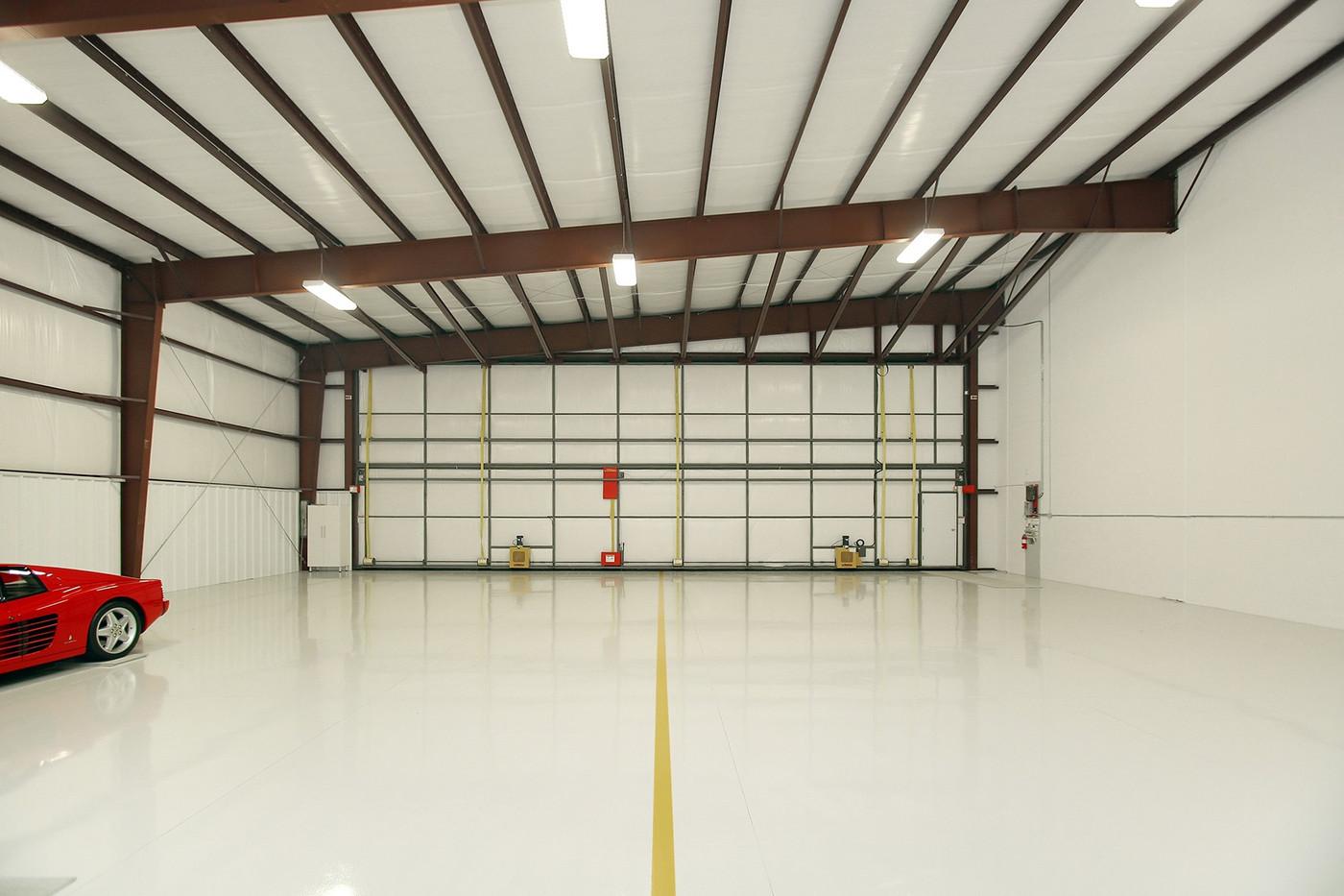 Hangar (3).jpg