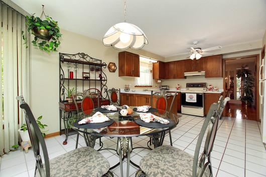 Kitchen Eating Area (3).jpg