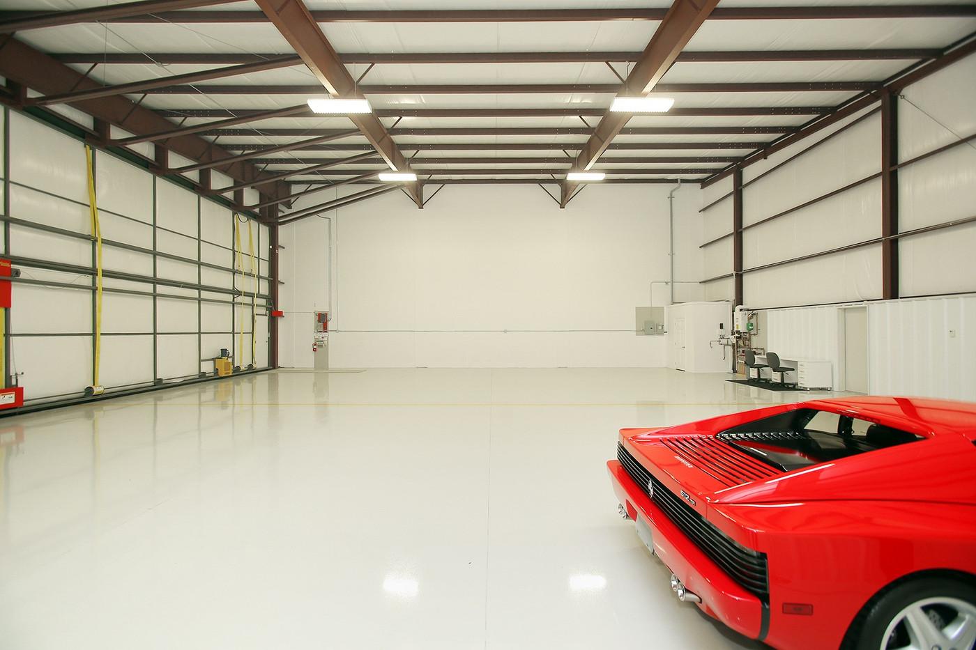 Hangar (5).jpg