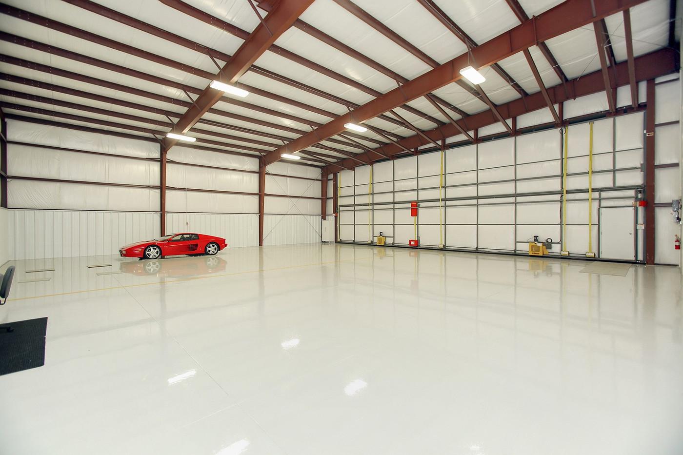 Hangar (2).jpg