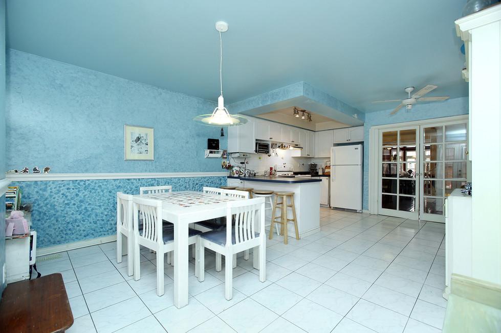 Kitchen Eating Area (2).jpg