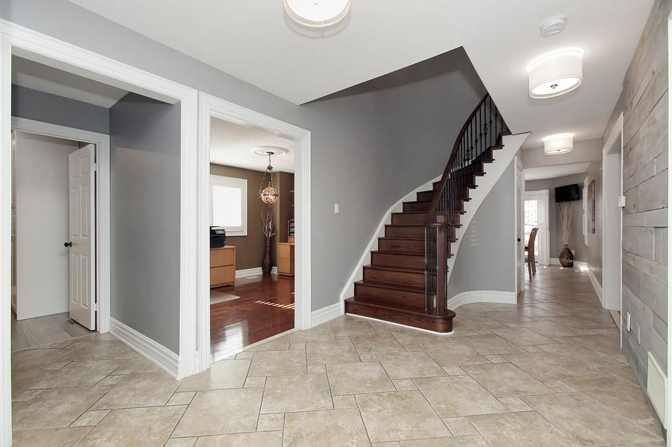 Foyer (2).jpg