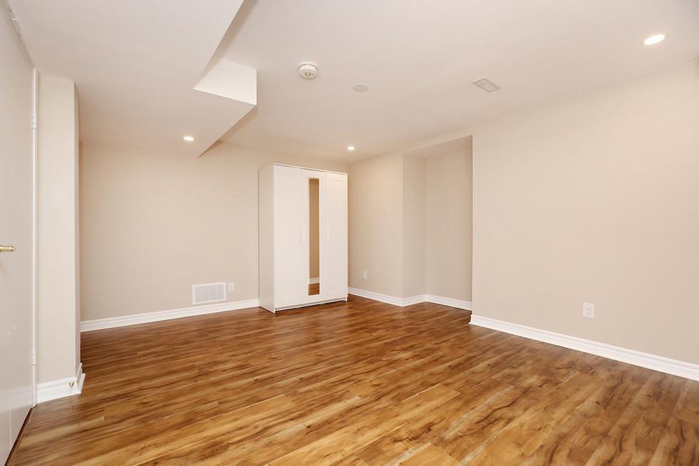 Primary Bedroom (4).jpg