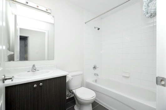 Main Bathroom.jpg