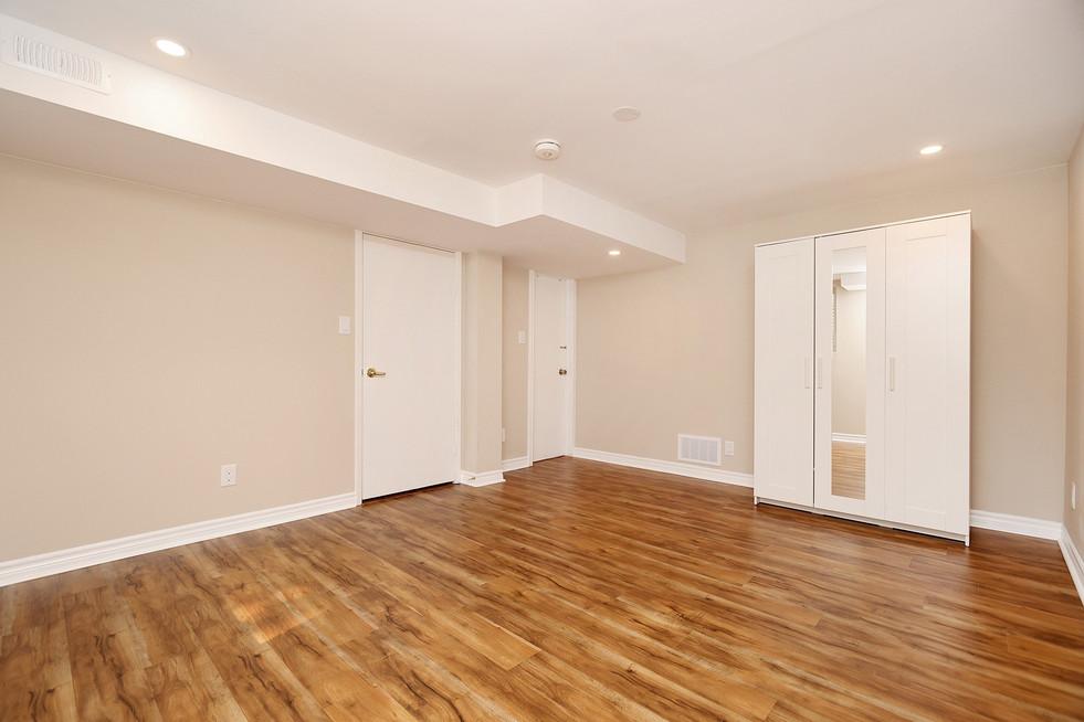 Primary Bedroom (3).jpg