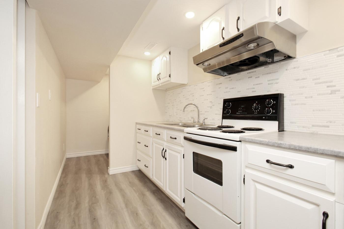Kitchen (2).jpg