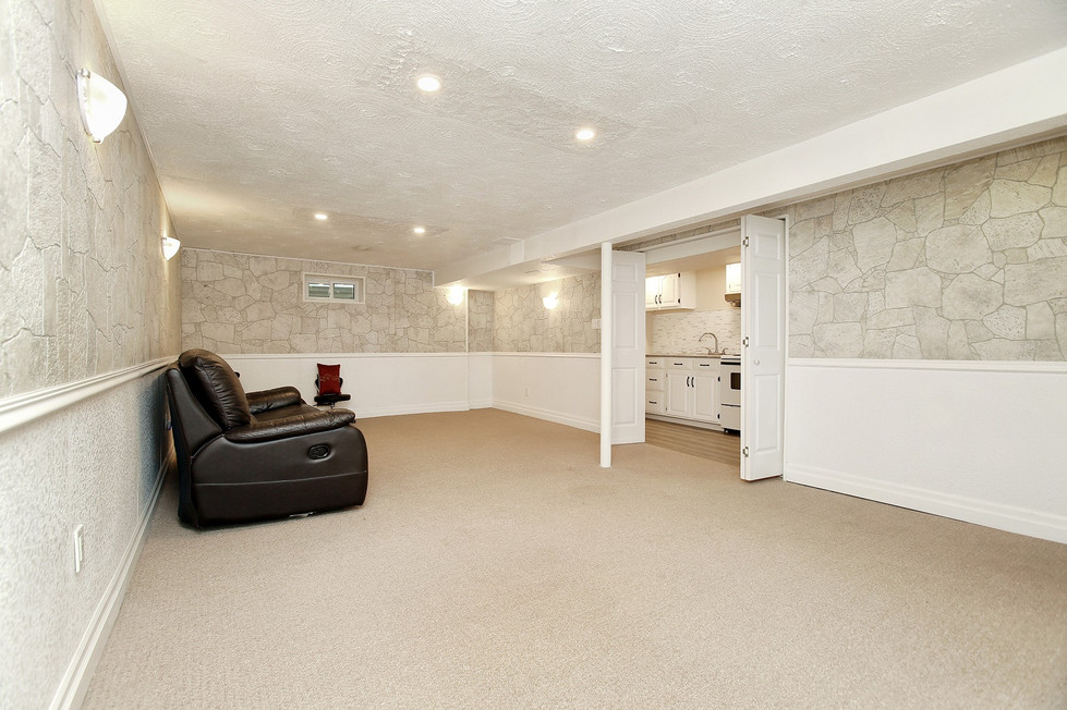 Living Room (2).jpg