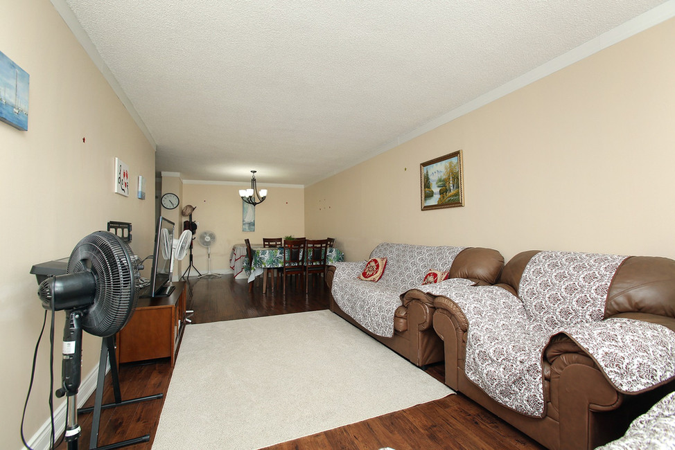 Living Room (4).jpg