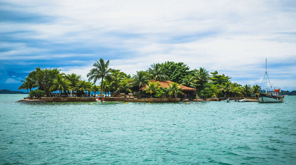 there are countless exquisite little islands off the coast
